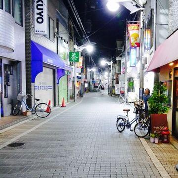 夜の都立家政商店街