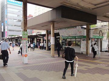 改札を抜け、バスの待つターミナルへ