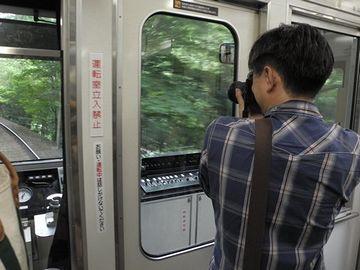 叡山電鉄の車中にて。景色はいいんでしょうね。