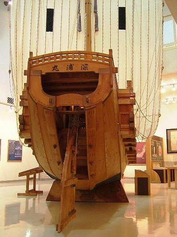 3分の1の大きさで復元された北前船の模型『深浦丸』が展示されてます