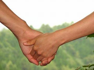 わたしの手を、がっしりと握ってくれたの