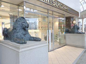 新潟の『三越』前にもライオン
