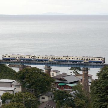 橋梁を渡る列車ですね
