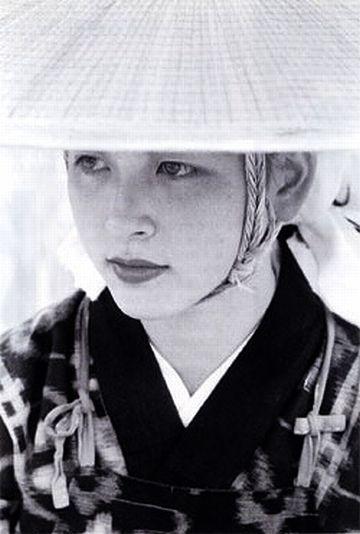 それで、秋田には美人が多くなり……