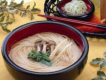 迎えに出た秋田支社の社員と稲庭うどん食べて