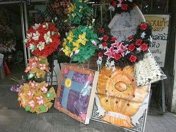 タイの花輪屋。