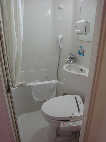 バスルームは、ユニットで狭いです