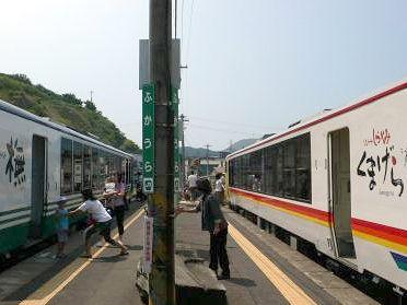 深浦駅ですれ違う、『くまげら』と『ブナ』