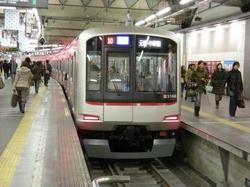 東急東横線。『渋谷駅』と『横浜駅』を結ぶ東急の路線。美人度が高いことでも有名。