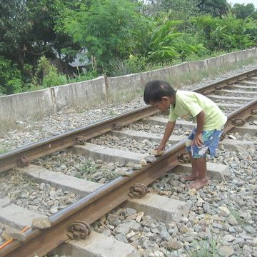 線路に積むな!