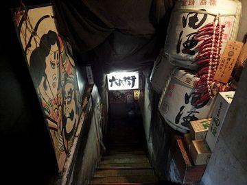 あの居酒屋の階段、上げるの