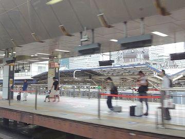 東京駅に入ります