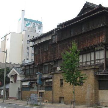 東堀通りから見た鍋茶屋