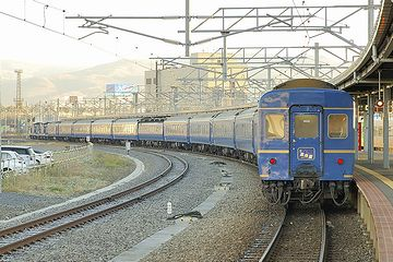 函館駅に入る『北斗星』。12両編成。全長250メートルくらい?