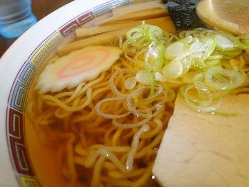 支那そば伊藤・細い縮れ麺
