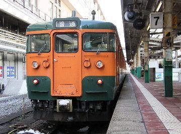 ↑新潟駅にて。見事な国鉄色ですが、ちゃんと電車です。
