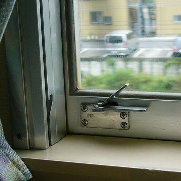 特急『踊り子号』。なんと、窓が開きます。