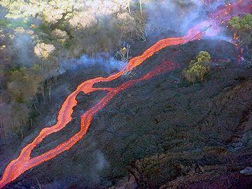八岐のオロチは、火山噴火の溶岩流
