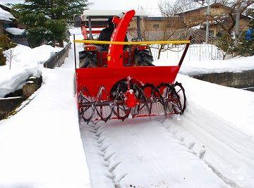 雪国では、トラクターは冬にも活躍してます