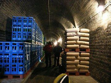 国鉄のトンネルを購入して、貯蔵庫にしちゃったんです