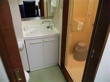 『ハイパーホテルズパサージュ』は、バス、トイレ、洗面台、すべて別れたセパレートタイプになります