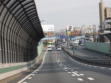 練馬インターチェンジで高速を降り、都内の普通道に入ります