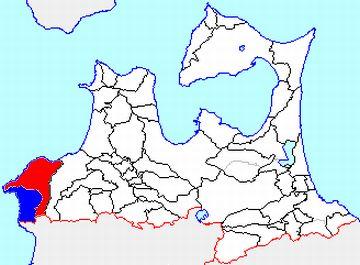 赤が、旧深浦町。青が、旧岩崎村。