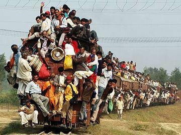 インドの通勤列車