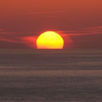 日本海タワー・佐渡に沈む夕日