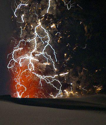 火山噴火に伴って起きる火山雷