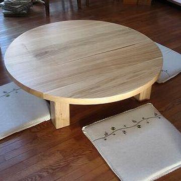 栗材の円卓。直径、1.2メートル。信じられないほど高いです。なんと、116,000円。