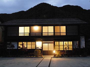 『旅籠 隣屋』を再生した建物