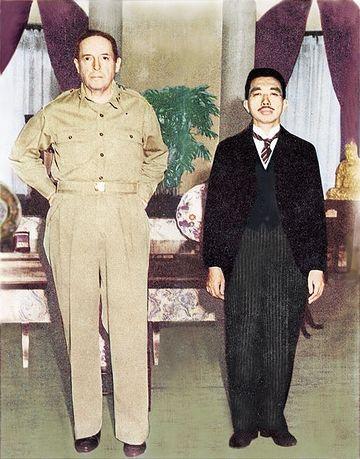 昭和天皇と並んだ写真