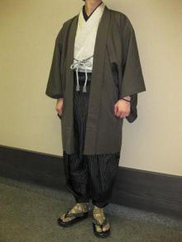 細身の、ズボンみたいな袴