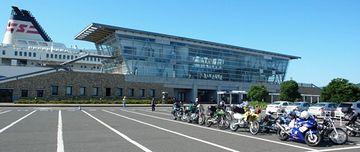 『敦賀フェリーターミナル』。バイクの人たちの目的は、北海道でのツーリング。