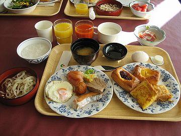 ホテルで朝食食べて、しかもラーメンまで?