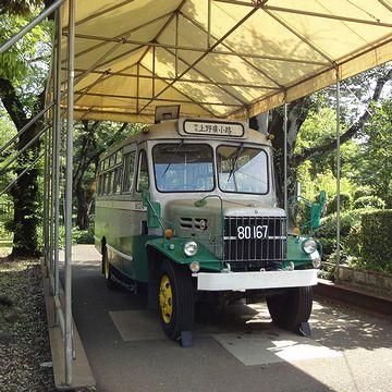 ボンネットバスです