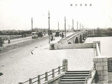 完成直後の萬代橋
