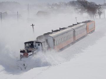 ほぼラッセル車と化したストーブ列車