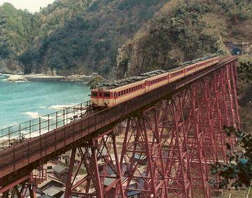 旧橋は、今年(2010年)の7月16日で、運用を終了してます