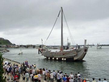 深浦港に現れた現代の北前船『みちのく丸』