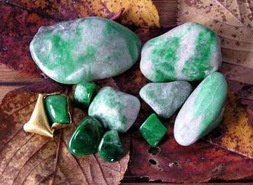 石器やヒスイも、鉱物資源だよね
