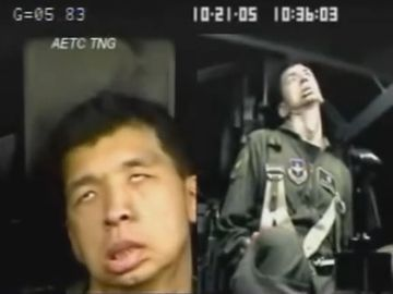 素人が戦闘機に乗ると、加速Gでこんな顔になるそうです。