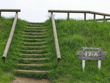 こちらは、仙台市にあった日和山。東日本大震災の津波により、山体が消失したそうです。