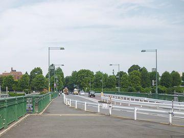 上野駅構内の線路を跨ぐ跨線橋