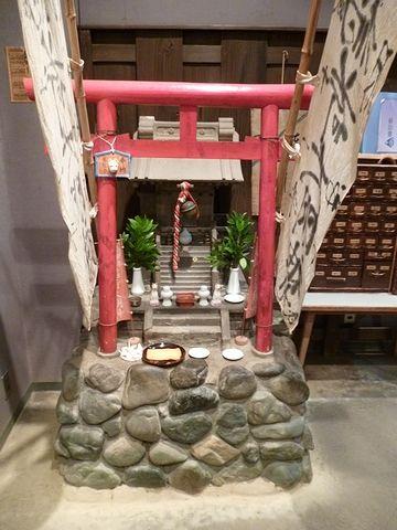 銅壷屋の横にある稲荷