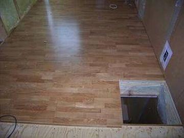 床には穴が開いてる