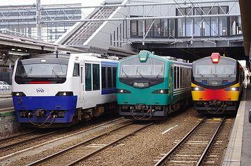 弘前駅のイベントで、しらかみ3兄弟が揃い踏み。左から、青池、ブナ、くまげら。