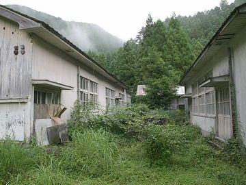 限界集落の廃校跡