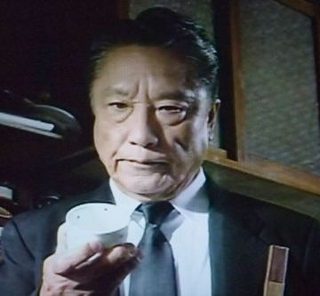 事件が起きると、自分の茶碗を割ります。犯人が割れるようにとのおまじない。